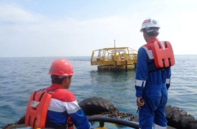 <p>Alumni STTN melaksanakan inspeksi di Single Mooring Point</p>